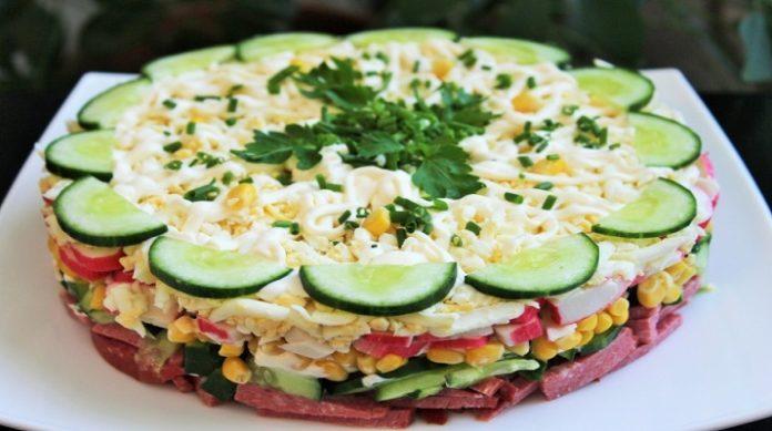 Обалденно вкусный слоеный салат «Новинка». Готовится очень просто