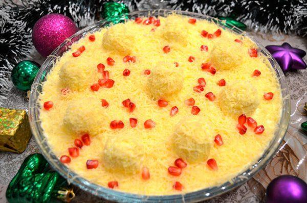 Очаровательный салат «Снежные сугробы» на новогодний стол