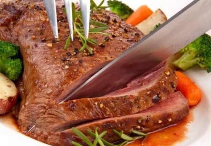 Вот как следует готовить любое мясо. Добавьте этот ингредиент для мягкости
