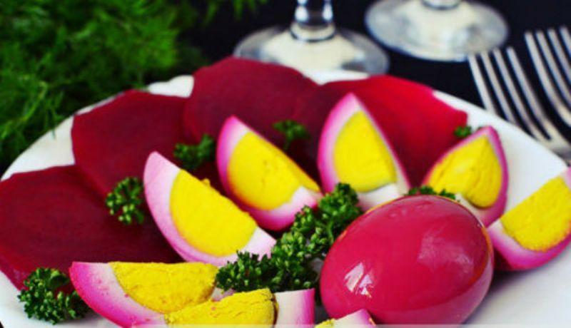 Яйца, маринованные со свеклой. Пряная и необычная закуска к празднику