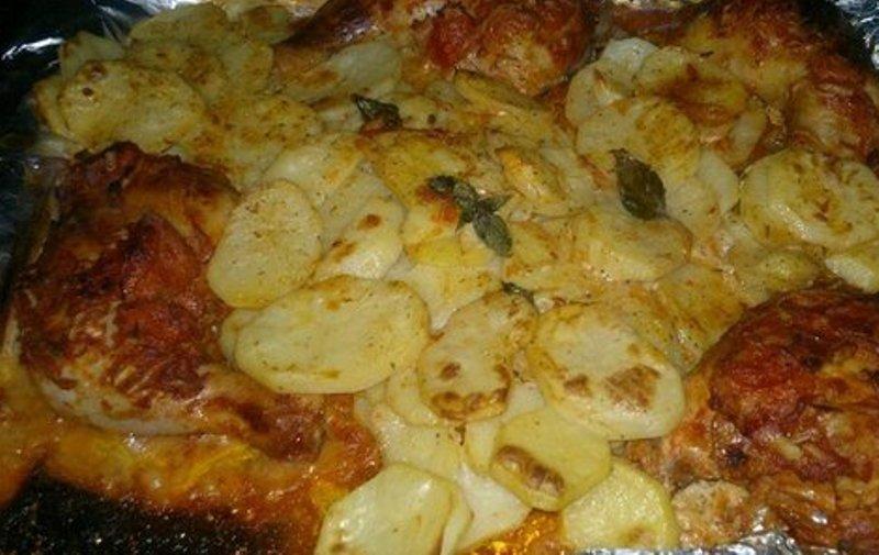 Картошка с окорочками в обалденном соусе — идеальный ужин для большой семьи