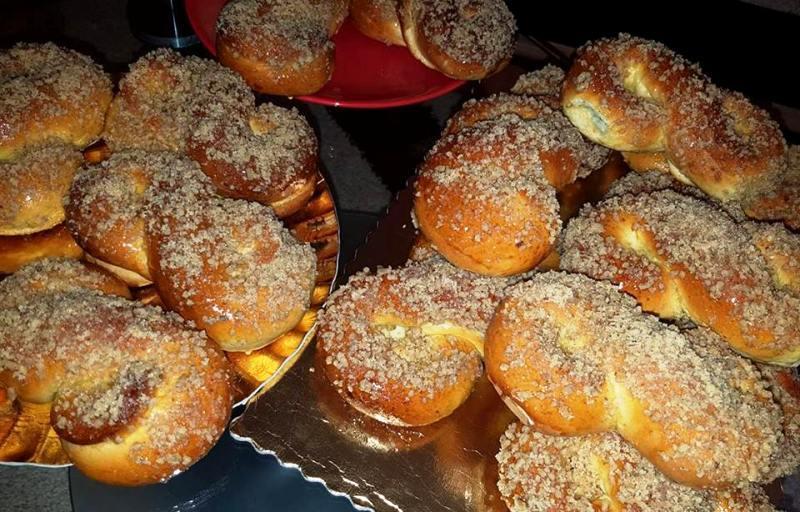 Сладкие, очень вкусные булочки с ореховой начинкой