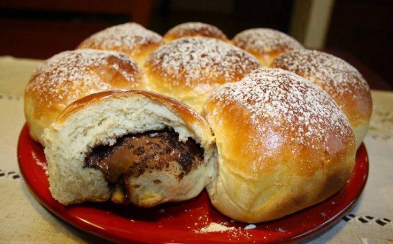 Пышные булочки с шоколадной начинкой