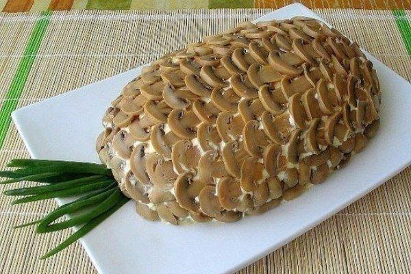 Пикантный слоеный салат «Ананас» на Новогодний стол