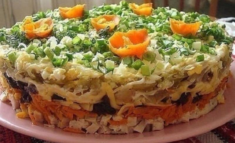Слоёный салат с черносливом «Ночка»
