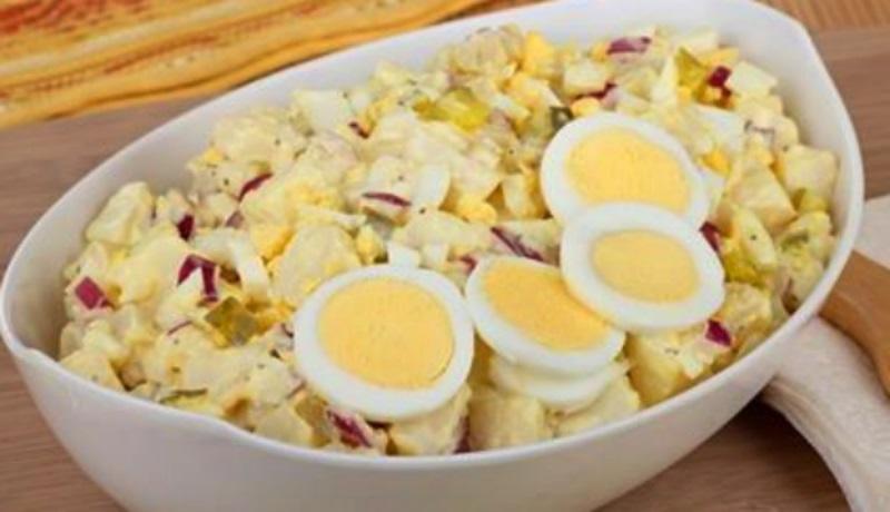 Картофельный салат с яйцом. Простой и очень вкусный