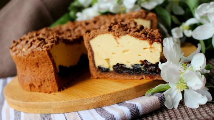 Карамельный сырник с черносливом. Готовится легко и просто