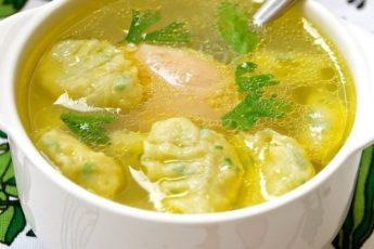 Готовим к обеду наваристый, сытный и очень вкусный суп!