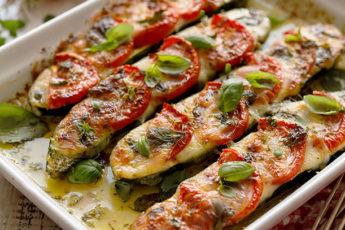 Кабачки с моцареллой и помидорами в духовке
