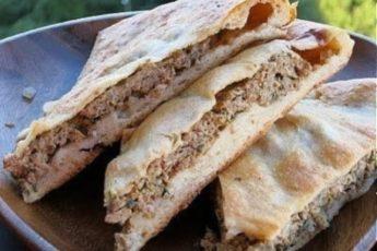 Вкусные осетинские пироги с мясом, достаточно сытные и ароматные.