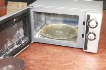 Как почистить микроволновку от жира снаружи и внутри всего лишь за 6 минут 1