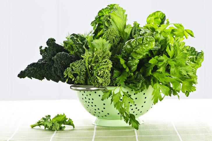 dark-green-leafy-vegetables-in-colander