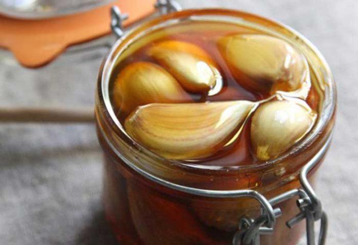 garlic-and-honey-696x477-1-6557923