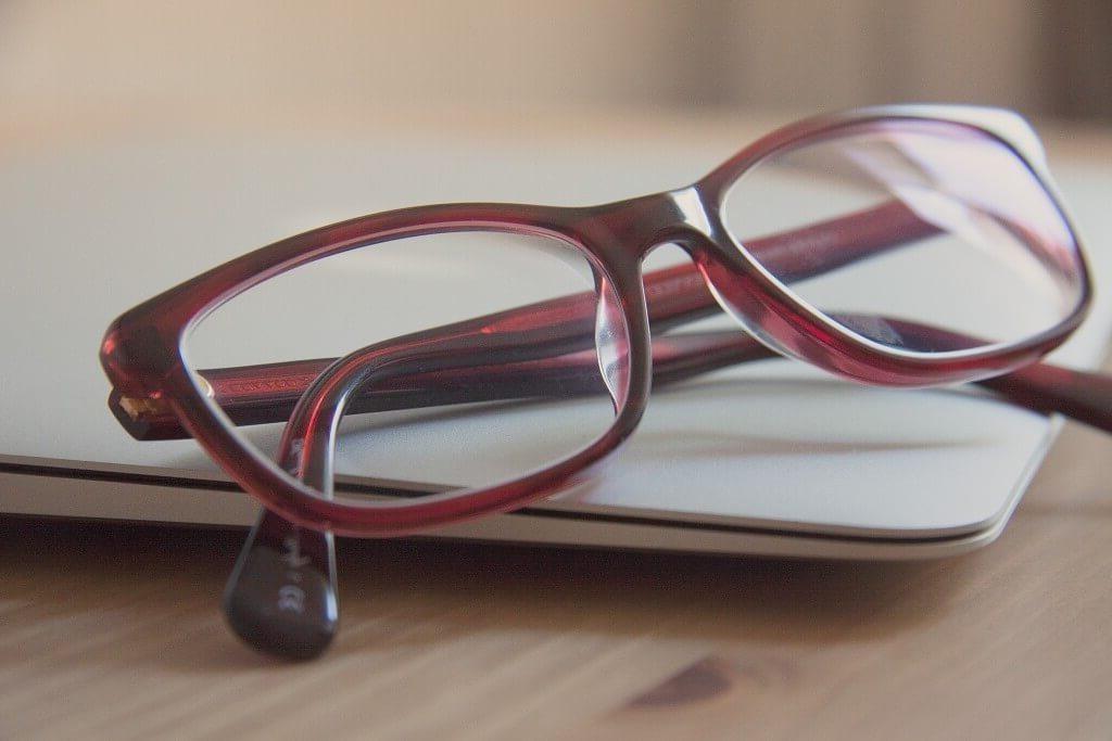 glasses_miopia_analitica-1024x683-e1589718717641-2842375